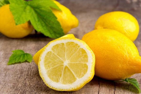 При комнатной температуре лимоны хранятся около 2 недель