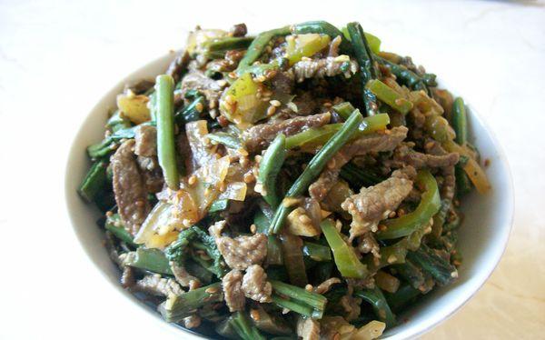 В салат можно добавлять мясо