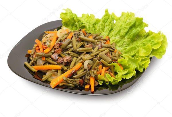 Салат из папоротника с морковью и луком